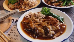 how-to-cook-yummy-shredded-chicken-mushroom-hor-fun-rice-noodles-%e9%a6%99%e8%8f%87%e9%b8%a1%e4%b8%9d%e6%b2%b3%e7%b2%89