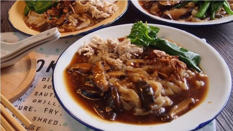 How to Cook Yummy Shredded Chicken & Mushroom Hor Fun ...